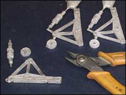 Clip off the sprues and separate the parts of the castings.