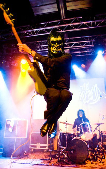 apemen-bassist.jpg