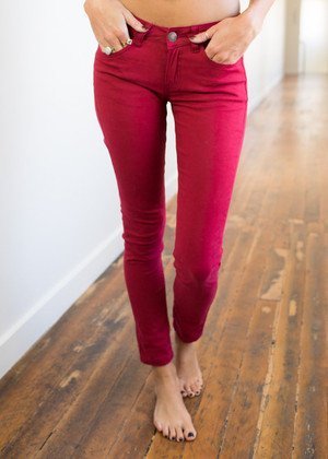 Picture Perfect Skinny Jeans Burgundy