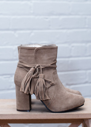 Pep in My Step Tassel Bow Booties Beige