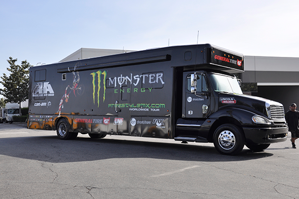 3m-gloss-motorhome-wrap-for-freestyle-mx-and-monster-energy-8.png