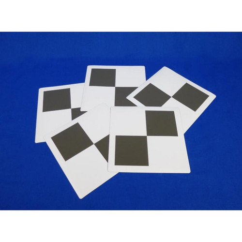 Magnetic reference targets with a checkerboard pattern
