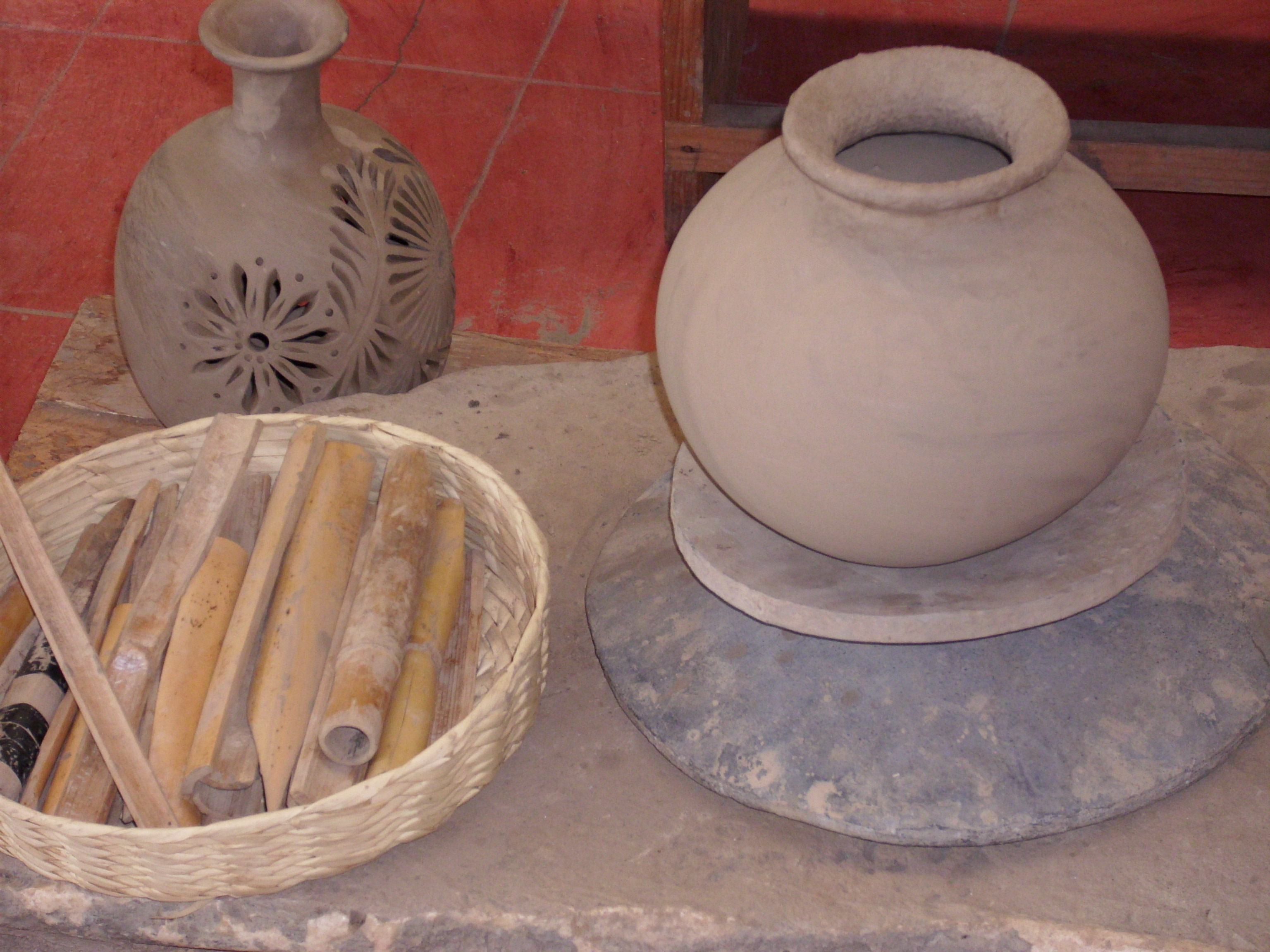 black-clay-pottery-wheel
