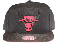 Chicago Bulls Metal Logo Mitchell & Ness Black Snapback Hat