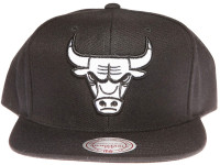 Chicago Bulls Black and White Logo Mitchell & Ness Black Snapback Hat