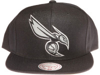 Charlotte Hornets 3M Reflective Material Logo Mitchell & Ness Black Snapback Hat