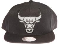 Chicago Bulls 3M Reflective Material Logo Mitchell & Ness Black Snapback Hat