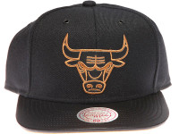 Chicago Bulls Gold Logo Leather Brim Mitchell & Ness Black Snapback Hat
