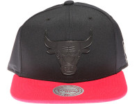 Chicago Bulls Black Weld Logo Mitchell & Ness Black and Red Snapback Hat