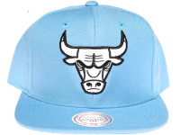 Chicago Bulls White Logo Light Blue Mitchell & Ness Snapback Hat