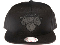 New York Knicks NBA Black Relflective Logo Mitchell & Ness Black Snapback Hat