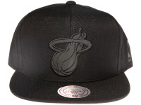 Miami Heat NBA Black Reflective Logo Mitchell & Ness Black Snapback Hat