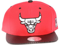 Chicago Bulls White Logo with Carbon Brim Mitchell & Ness Snapback Hat