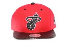 Miami Heat Arch with Carbon Brim Mitchell & Ness Snapback Hat