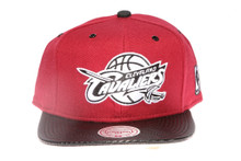 Cavaliers Arch with Carbon Brim Mitchell & Ness Snapback Hat