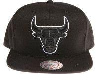 Chicago Bulls Logo Tracksuit Material Mitchell & Ness NBA Black Snapback Hat