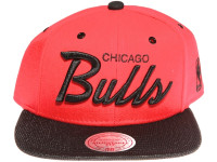 Chicago Bulls Script Woven Brim Mitchell & Ness NBA Red Snapback Hat
