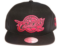 Cleveland Cavalliers Reflective Logo Mitchell & Ness NBA Black Snapback Hat
