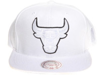 Chicago Bulls Logo Tracksuit Material Mitchell & Ness NBA White Snapback Hat
