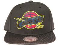 Cleveland Cavalliers Gloss Gold Logo Woven Brim Mitchell & Ness NBA Black Snapback Hat