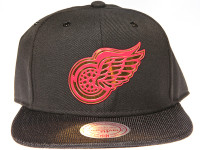 Detroit Red Wings Gloss Gold Logo Woven Brim Mitchell & Ness NHL Black Snapback Hat