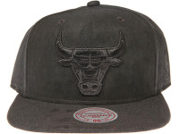 Chicago Bulls Black Logo Mitchell & Ness NBA Black Suede Snapback Hat