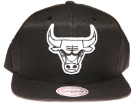 Chicago Bulls White Canvas Stitch Logo Mitchell & Ness NBA Black Snapback Hat
