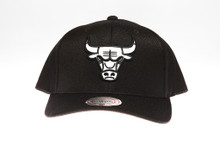 Chicago Bulls Black & White Flex-Fit Mitchell & Ness NBA Snapback Hat
