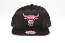 Chicago Bulls Surf Logo Arch Mitchell & Ness Black Snapback Hat