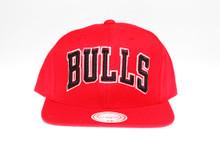 Chicago Bulls Block Script Arch Mitchell & Ness Snapback Hat