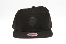 Brooklyn Nets Blackout Badge Logo Mitchell & Ness Snapback Hat