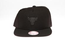 Chicago Bulls Blackout Badge Logo Mitchell & Ness Snapback Hat