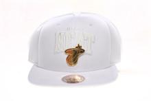 Miami Heat Whiteout Gold Logo Badge Arch Mitchell & Ness Snapback Hat