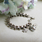 IS-688  Vintage chain Charm Bracelet with Crown, Pearls, Crystal