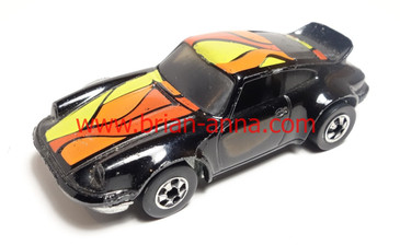 Hard to Find Hot Wheels Porsche P-911 in Black with rare color tampo from playset