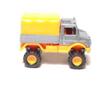 Hot Wheels 1995 Real Rider Series, Coll# 318 Mercedes Benz Unimog, mint loose