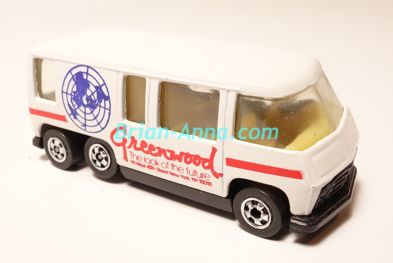 Hot Wheels Leo Mattel India, White GMC Motorhome, Red Greenwood tampo