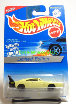 Hot Wheels 1997 Roadrunners Collectors Club car, 1970 Dodge Charger Daytona, in blister