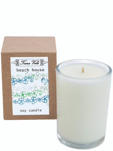 Beach House Natural soy wax candle, hand poured in small batches. An artisan soy wax candle of the highest quality. A complex bouquet of fresh white florals and clean azonic notes, on a base of white musk.