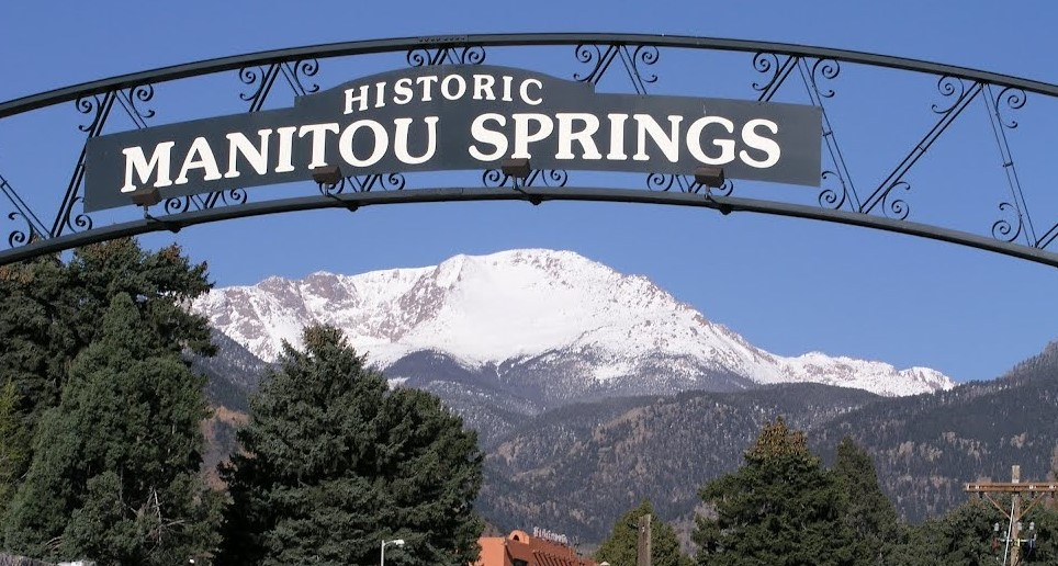 welcome-to-manitou-springs-signcropped.jpg