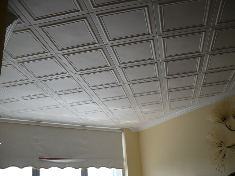 view of a ceiling with classic r24 ceiling tiles installed