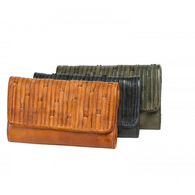 RUGGED HIDE wellington clutch