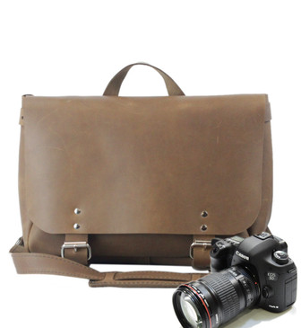 "14"" Medium Lewis & Clark Camera Bag in Brown Oil Tanned Leather"