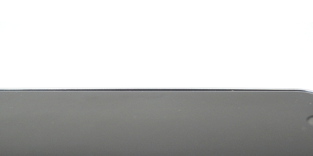 The Beveled Rim of LuxBox Case extends out to protect the screen of your iPhone