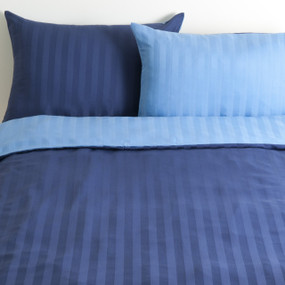 organic cotton satin, bed dark blue, mixed pillows