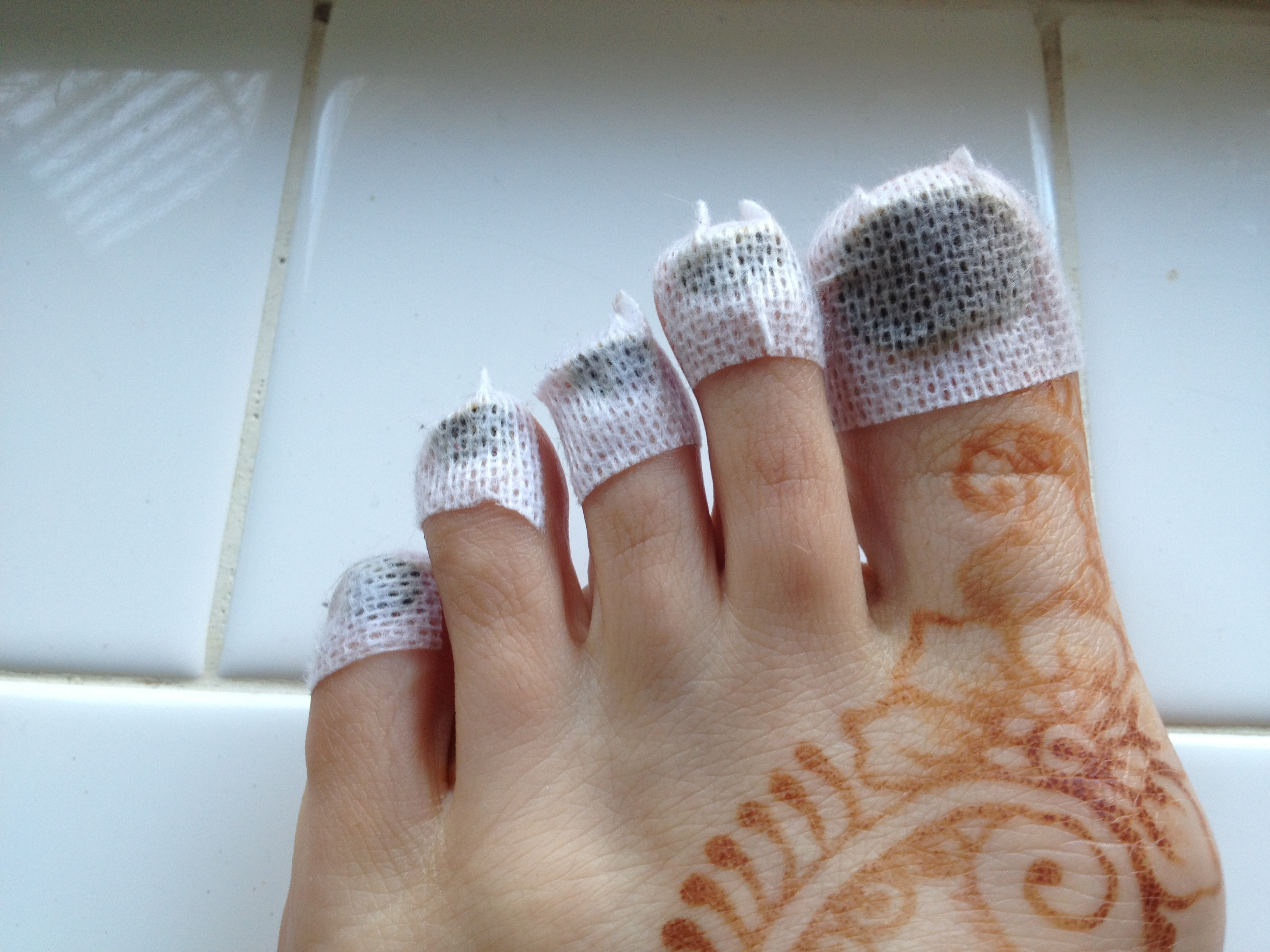 hennaed-toe-nails.jpg