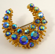 Vintage Art Deco Costume Jewellery Brooch with Blue Iridescence Paste Setting