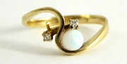 9ct Gold Ring Set with Opal and Diamond Chip Shoulders  Size M 1/2