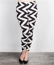 PLUS SIZE BLACK & WHITE CHEVRON LEGGINGS!  SIZE: 2X/3X