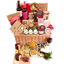 Food hamper that includes wine, cheese, crackers, chocolates and more for delivery in Sweden.